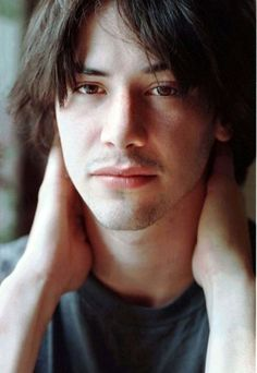 Ritratti in Celluloide - Attore Keanu Reeves (Foto 2 - Foto film 1 ) Keanu Reeves Young, Keanu Charles Reeves, Keanu Reaves, Posters Vintage, Little Buddha, Hollywood Actor, Johnny Depp, Perfect Man, Cute Guys