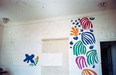 The development of The Parakeet and the Mermaid on the walls of Matisse's studio at the Hôtel Régina, Nice, Lydia Delectorskaya. @ 2014 Estate of Tetsuo Abe ( Henri Matisse, Matisse Art, Gaudi, Picasso, Jim Lambie, Matisse Cutouts, Chagall, Balance Art, Abstract Words