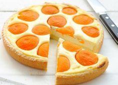 """""""Soarele"""" – Tarta apetisantă din brânză de vaci şi piersici, o idee minunată pentru un desert deosebit"""