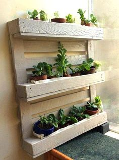 33 Unique Ideas of a DIY Pallet Planter DIY pallet planter project - When picking the right plant, the result may look just perfect for your yard. You can also finish your planter with nice colors Vertical Garden Planters, Vertical Pallet Garden, Pallet Planter Box, Herb Garden Pallet, Pallets Garden, Vertical Gardens, Diy Garden, Diy Planters, Planter Boxes