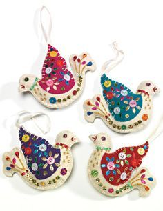 New Diy Christmas Decorations Felt Bird Ornaments Ideas Felt Christmas Decorations, Felt Christmas Ornaments, Christmas Diy, Homemade Christmas, Bird Christmas Ornaments, Christmas Projects, Felt Applique, Crewel Embroidery, Embroidery Patterns