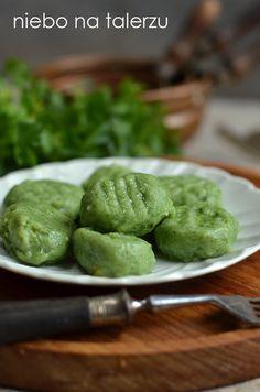 Miękkie, bardzo dobre kluski do mięsnych i warzywnych sosów oraz zajadania solo (takie najbardziej lubię), mają dość wyraźnie wyczuwalny, sz...