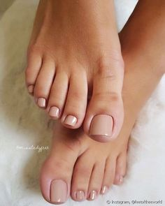 How to do your toenails in 7 steps: See tips on how to .- How to do toenails in 7 steps: see tips for getting your pedicure right! How to do your toenails in 7 steps: See tips for getting your pedicure right! Acrylic Toe Nails, Toe Nail Art, Nude Nails, My Nails, Gel Toe Nails, Gel Toes, French Manicure Short Nails, Pink Toe Nails, French Pedicure