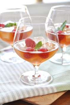 Spiked Raspberry Ice Tea for a Wedding Cocktail