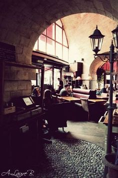 L'arrosoir - Paris - brunch Places To Eat, Places Ive Been, France, Restaurant, Drink, Design, Watering Cans, Beverage, Restaurants