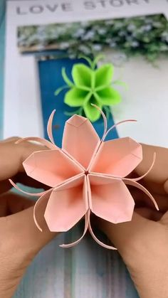 Cool Paper Crafts, Paper Flowers Craft, Flower Crafts, Diy Flowers, Flower Oragami, Flower Paper, Peach Flowers, Paper Origami Flowers, Paper Sunflowers