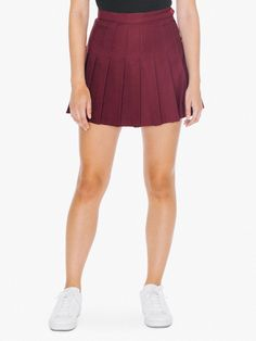 Stylish yet understated pleated women's tennis skirt constructed from a soft gabardine fabric.