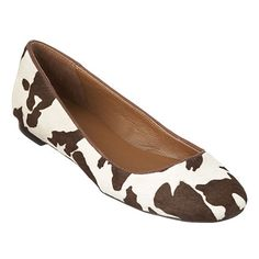 """As seen in the April issue of Woman's Day and Essence.....Classic round toe flat with 1/4"""" heel."""