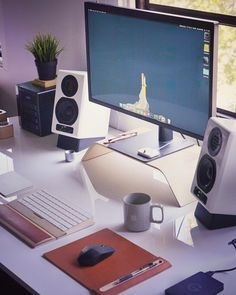 Home Office Designs - Home offices are now a norm to modern homes. Here are some brilliant home office design ideas to help you get started. Home Office Setup, Office Workspace, Home Office Design, House Design, Computer Desk Setup, Best Computer, Computer Rooms, Gaming Setup, Editing Suite