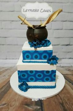 Seshweshwe wedding cake Best Picture For zulu traditional wedding cakes For Your Taste You are looking for something, and it i Zulu Traditional Wedding, Traditional Cakes, Traditional Dresses, Traditional Decor, Amazing Wedding Cakes, Wedding Cakes With Flowers, African Cake, African Theme, African Attire