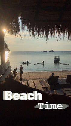 How to Take Good Beach Photos Creative Instagram Stories, Instagram Beach, Instagram Story Ideas, Photo Snapchat, Instagram And Snapchat, Snapchat Phone, Summer Pictures, Beach Pictures, Summer Story