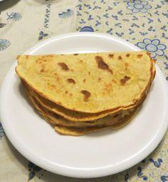 Queste cialde alla farina di mais sono una via di mezzo tra i tacos messicani e le crepes di origine francese, grazie alla presenza di uova e latte. Ricetta priva di glutine, potete trovarla nella sezione la cucina intollerante. Procedimento Setacciare la farina di mais in una ampia ciotola, rompervi le uova una pere volta […]