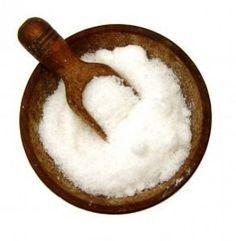 Un petit gommage simple, rapide et efficace pour éliminer la corne sous les talons des mamans en manque de temps... 1 volume de sel fin (exfoliant naturel) 1 volume d'HV d'Olive Bio (nourrissante et réparatrice) Verser dans un bol l'HV, le sel et mélanger...