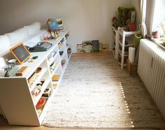 Montessori Montessori and Child Centered Spaces to Love - how we montessori Promote Your Lawn's Heal Montessori Playroom, Toddler Playroom, Toddler Rooms, Montessori Toddler, Toddler And Baby Room, Natural Shelves, Kids Room Organization, Cool Rooms, Girl Room