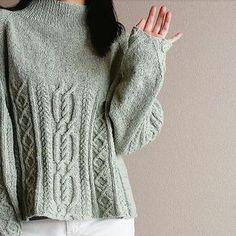 Красивый свитер с косами