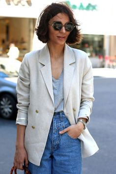 White linen blazer with gray tank. Beige Blazer Outfit, Jacket Outfit, Linen Blazer, Blazer Outfits For Women, Casual Outfits, Fashion Outfits, Parisian Chic Style, Minimalist Fashion Women, Mein Style