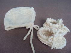 SET : Capica a papucky 10,11,52015  PLETENA PODLA RAVELRY http://www.ravelry.com/patterns/library/princess-bonnet