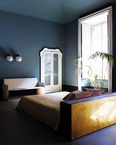 The Best Calming Bedroom Color Schemes//dark bedroom