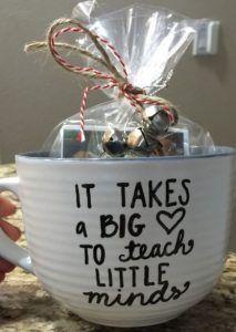 6 Μοναδικά χειροποίητα δώρα για δασκάλους!   exypnes-idees.gr Diy Holiday Gifts, Teacher Christmas Gifts, Xmas Gifts, Christmas Diy, Christmas Presents For Teachers, Gift Ideas For Teachers, Cute Gift Ideas, Personalized Christmas Gifts, Teacher Appreciation Gifts