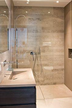 salle de bain beige, intérieur moderne super joli, grande vasque rectangulaire