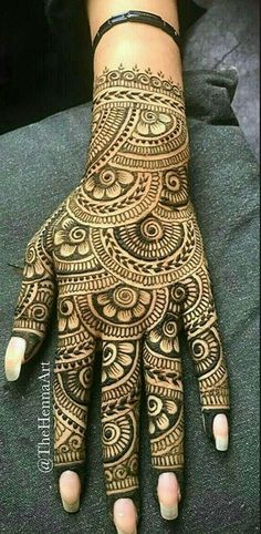 Back hand henna design Traditional Mehndi Designs, Indian Henna Designs, Back Hand Mehndi Designs, Latest Bridal Mehndi Designs, Full Hand Mehndi Designs, Mehndi Designs 2018, Mehndi Designs Book, Mehndi Design Pictures, Modern Mehndi Designs