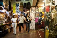 Mumbai's Markets: 5 You Need to Know: Colaba Causeway