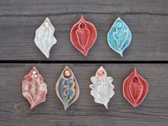 Yoni Ceramic Sculpture: Speckled Red with Swarovski Rivoli 7 cm Diy Clay, Clay Crafts, Arts And Crafts, Ceramic Pottery, Ceramic Art, Keramik Design, Clay Baby, Pottery Studio, Air Dry Clay