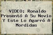 http://tecnoautos.com/wp-content/uploads/imagenes/tendencias/thumbs/video-ronaldo-presento-a-su-novio-y-este-lo-agarro-a-mordidas.jpg Ronaldo. VIDEO: Ronaldo presentó a su novio y este lo agarró a mordidas, Enlaces, Imágenes, Videos y Tweets - http://tecnoautos.com/actualidad/ronaldo-video-ronaldo-presento-a-su-novio-y-este-lo-agarro-a-mordidas/