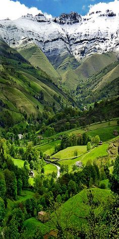 Valle Del Pisuena, Spain