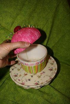 Buzzing and Bumbling: Cupcake Pincushion/Box Tutorial Sewing Hacks, Sewing Tutorials, Sewing Projects, Sewing Patterns, Sewing Crafts, Sewing Box, Sewing Notions, Sewing Kits, Cupcake Crafts