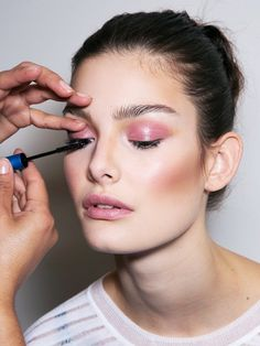 Makeup artists know a thing or two about beauty no-nos, so we had them share their top don'ts with us inside.