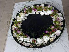Flat scale with flowers and eggs - Design: Edith Hare-Chruściel (Poland)