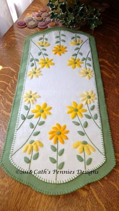 Bright Bursts of Sunshine Wool Applique Table Runner – Cath's Pennies Design Finished size is x Brighten your room with the bright and happy colors! Basic embroidery stitches make this quick and easy! (Blanket stitch, stem stitch and whip stitch) … Penny Rug Patterns, Wool Applique Patterns, Applique Quilts, Applique Designs, Quilt Patterns, Pattern Designs, Pattern Ideas, Table Runner And Placemats, Table Runner Pattern