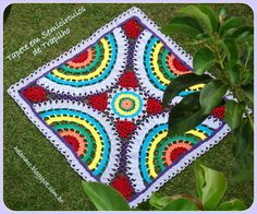 Tapete em Semicírculos de Trapilho (Crochet Rag Rug).     Gráficos (Pattern): http://helenacc.blogspot.com.br/2013/01/tapete-em-semicirculos-de-trapilho.html