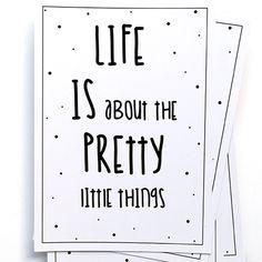 Ansichtkaart uit de webshop: Life is about the pretty little things. Hang hem eens met een stukje tape aan de muur, samen met andere (interieur)kaarten en posters van Studio Catootje!