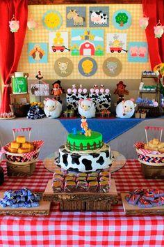 Decoration for children party with farm theme Farm Themed Party, Barnyard Party, Farm Party, Party Animals, Farm Animal Party, Farm Birthday, 2nd Birthday Parties, Fourth Birthday, Animal Birthday