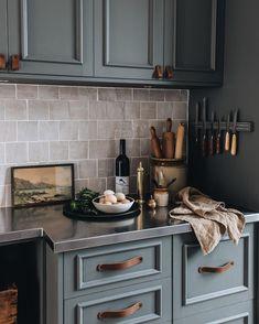 Cottage Kitchens, Home Kitchens, Kitchen Dining, Kitchen Decor, Joy Kitchen, Decoration Inspiration, Stylish Kitchen, Diy Home, Home Decor