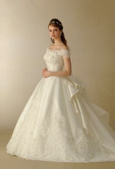 Wondrous wedding dresses, check these styles for a exciting day. Classy Wedding Dress, Dream Wedding Dresses, Bridal Dresses, Wedding Gowns, Pretty Dresses, Beautiful Dresses, Vestidos Plus Size, Fairy Dress, Dream Dress