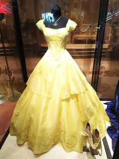 Exhbition of Beauty and the Beast  at Ginza Mitsukoshi.  美女と野獣の世界展