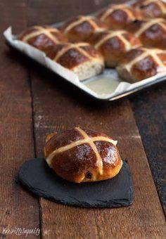 Hot cross buns con licoli Hot Cross Buns, Doughnut, Oreo, Desserts, Blog, Tailgate Desserts, Deserts, Postres, Blogging