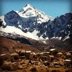 La ciudad de Potosí es una ciudad construidos porque estaban minas de plata en la montaña. Aconsejo que visitas para aprender de la historia.