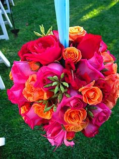 orange and hot pink: floral pomander. One of my favorite things about my wedding. My bridesmaids carried pomanders. Orange Wedding, Wedding Colors, Love Flowers, Beautiful Flowers, Prettiest Flowers, Flower Colors, Hanging Flowers, Orange Flowers, Wedding Bouquets