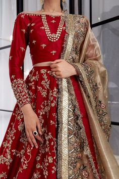 Custom Handmade luxury Bridal and party Wear outfits From India Asian Bridal Dresses, Desi Wedding Dresses, Indian Bridal Outfits, Pakistani Bridal Dresses, Indian Bridal Sarees, Formal Dresses, Designer Bridal Lehenga, Bridal Lehenga Choli, Red Wedding Lehenga