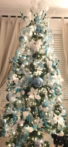 Winter wonderland Christmas tree blue, silver and white decor Teal Christmas Decorations, Teal Christmas Tree, White Xmas Tree, Office Christmas, Christmas Tree Decorations, Christmas Stuff, Christmas Tree Inspiration, Winter Wonderland Christmas, Winter Christmas