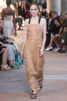 https://www.vogue.com/fashion-shows/spring-2018-ready-to-wear/alberta-ferretti/slideshow/collection