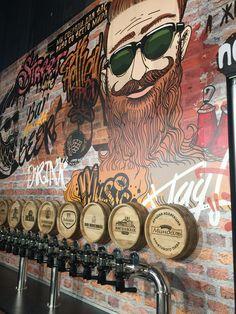 #CasaContenedor Deco Restaurant, Rustic Restaurant, Restaurant Design, Brewery Design, Pub Design, Craft Beer Shop, Pub Interior, Beer Bar, Shop Interiors