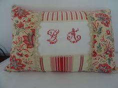 housse de coussin en linge et monogramme ancien rectangulaire : Textiles et tapis par les-tiroirs-de-manine