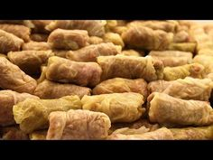 Learn how to cook stuffed sour cabbage rolls with pork, veal and rice. A family recipe passed from generation to generation. Ukrainian Recipes, Turkish Recipes, Romanian Recipes, Ukrainian Food, Scottish Recipes, Ethnic Recipes, Sour Cabbage, Cabbage Rolls, Pickled Cabbage