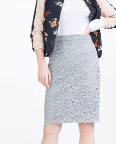 Billede 3 af STRAM NEDERDEL I BLONDESTOF fra Zara