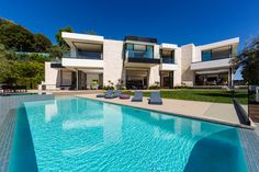 See 10 photos and 2 tips from 30 visitors to The Bird Streets in the Sunset Strip area of the Hollywood Hills. Villas, Destinations, Luxury Homes Dream Houses, Modern Mansion, Loft, Mansions Homes, Hollywood Hills, Luxury Apartments, Luxury Interior